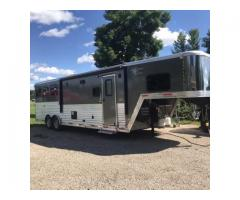 2016 Merhow Horse Trailer with Full LQ