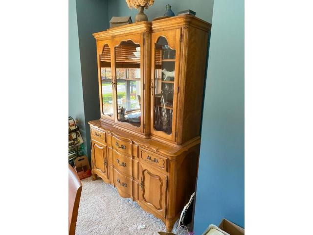 Hutch, french provincial
